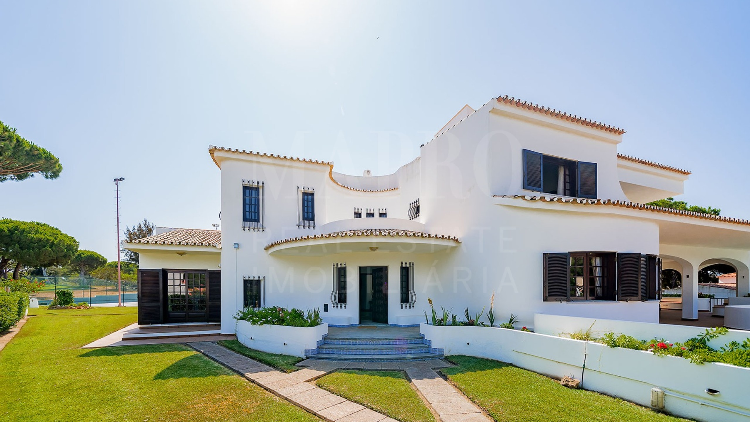 Villa for sale near the Old Course Golf Course in Vilamoura