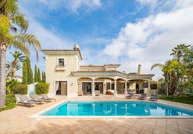 Une Fabuleuse Villa de 5 Chambres