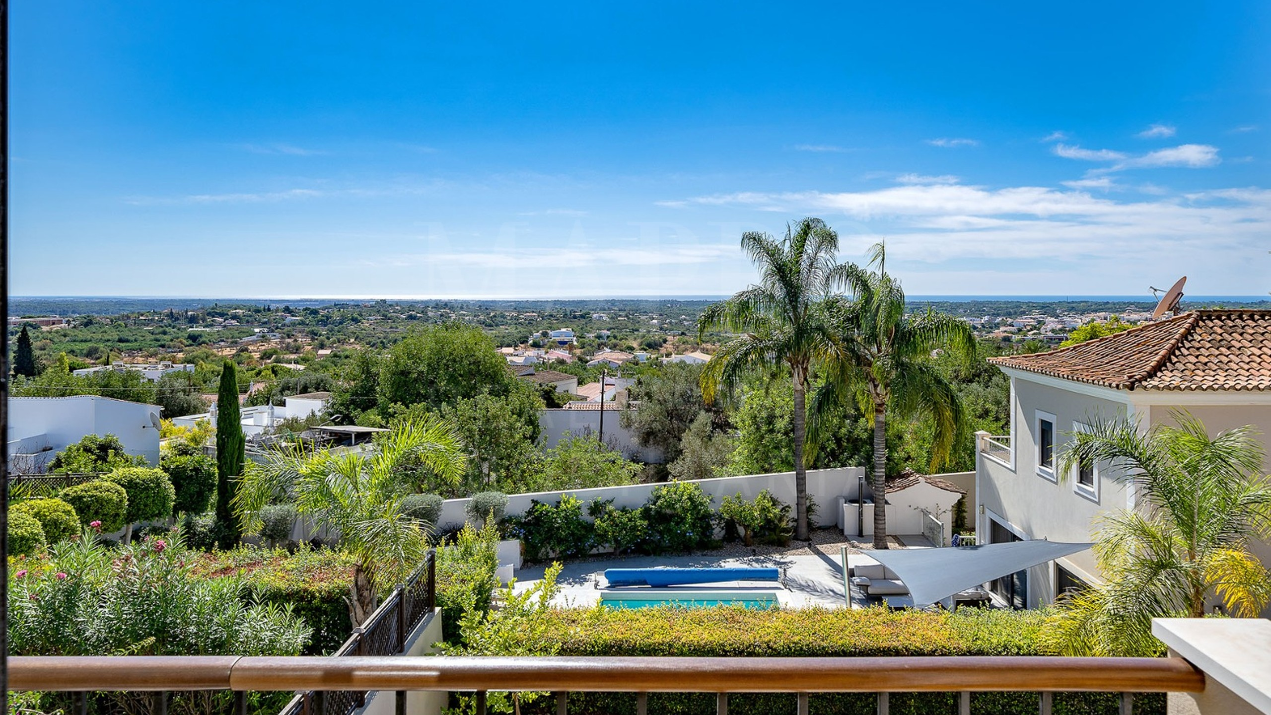 Semi-detached 3+1 bedroom villa situated in Vale Formoso, Algarve