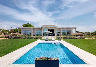 A Unique Contemporary Villa
