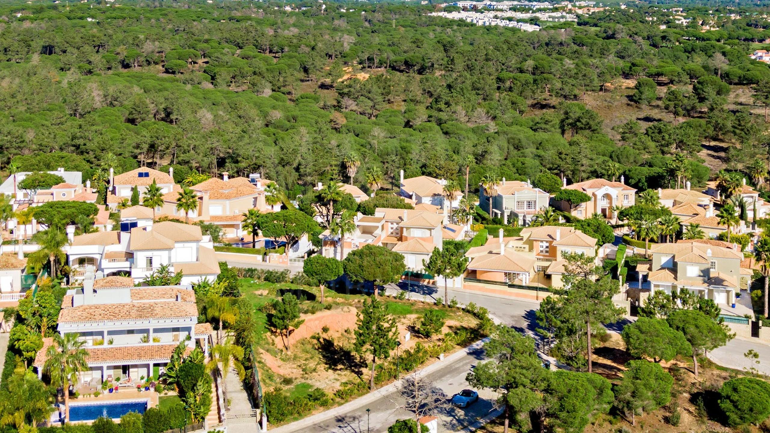 Terrain dans un endroit sécurisé en Algarve à vendre