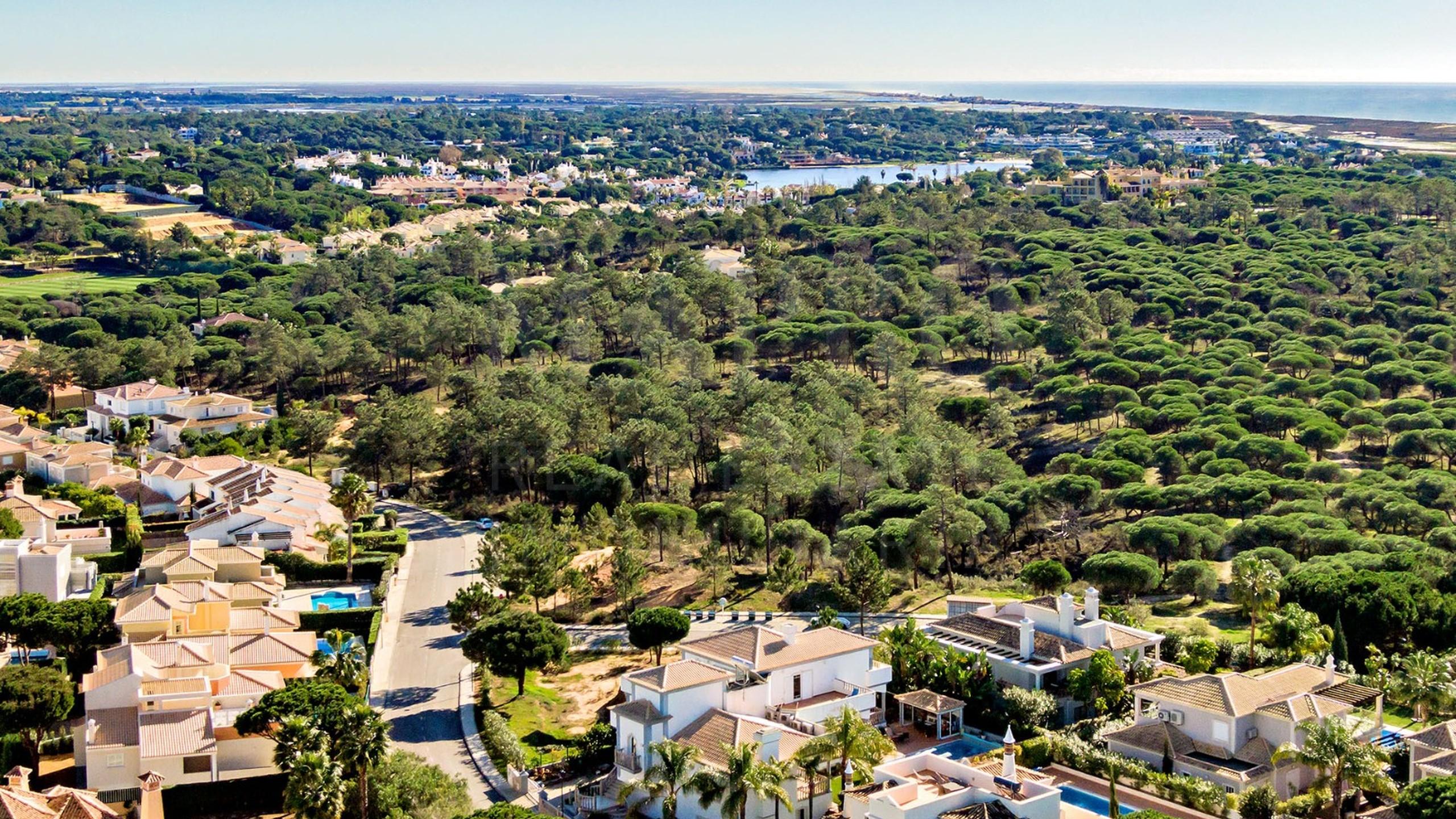 Terrain avec autorisation de construction à vendre en Algarve