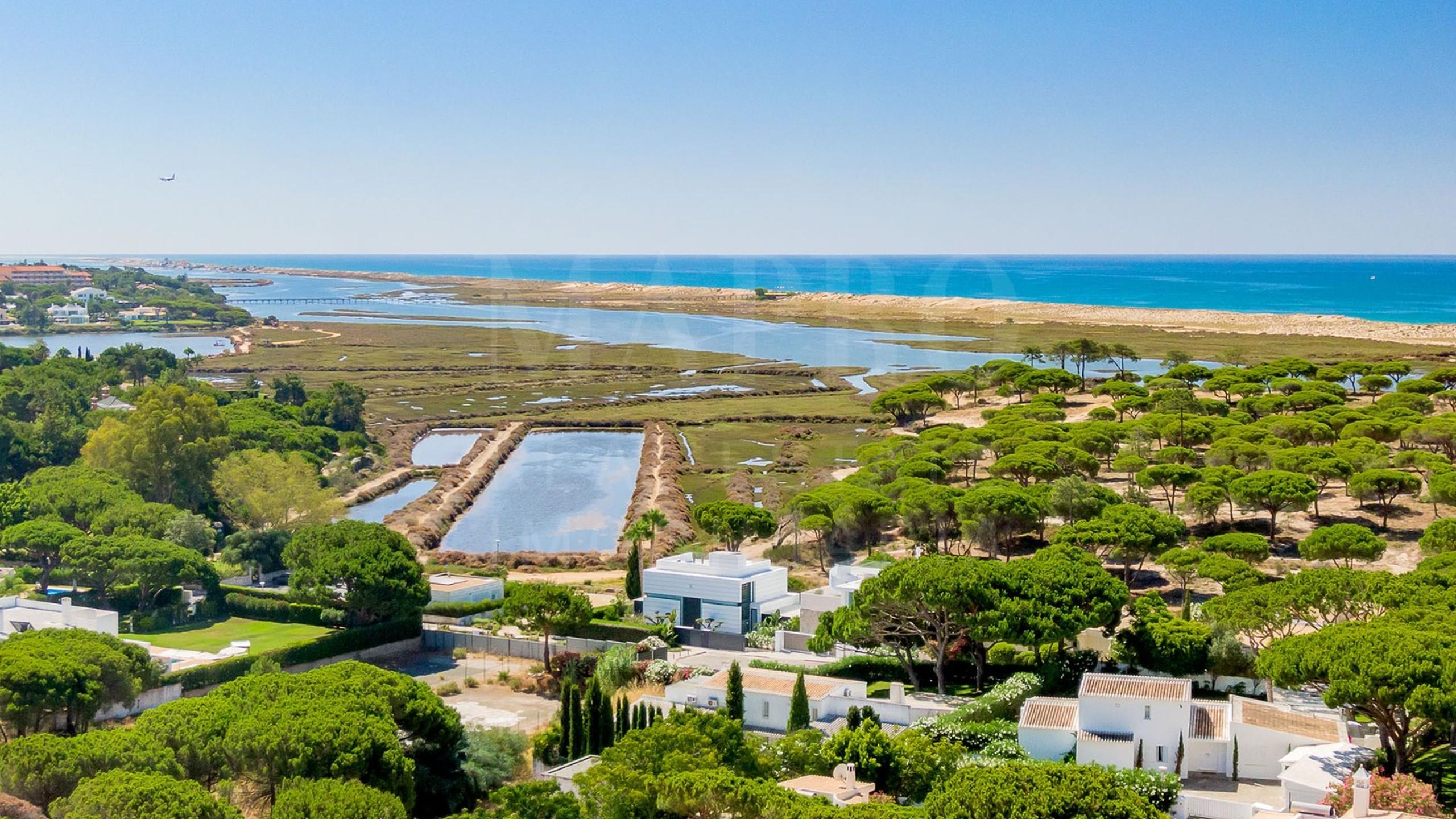 Villa near the beach for sale in Algarve