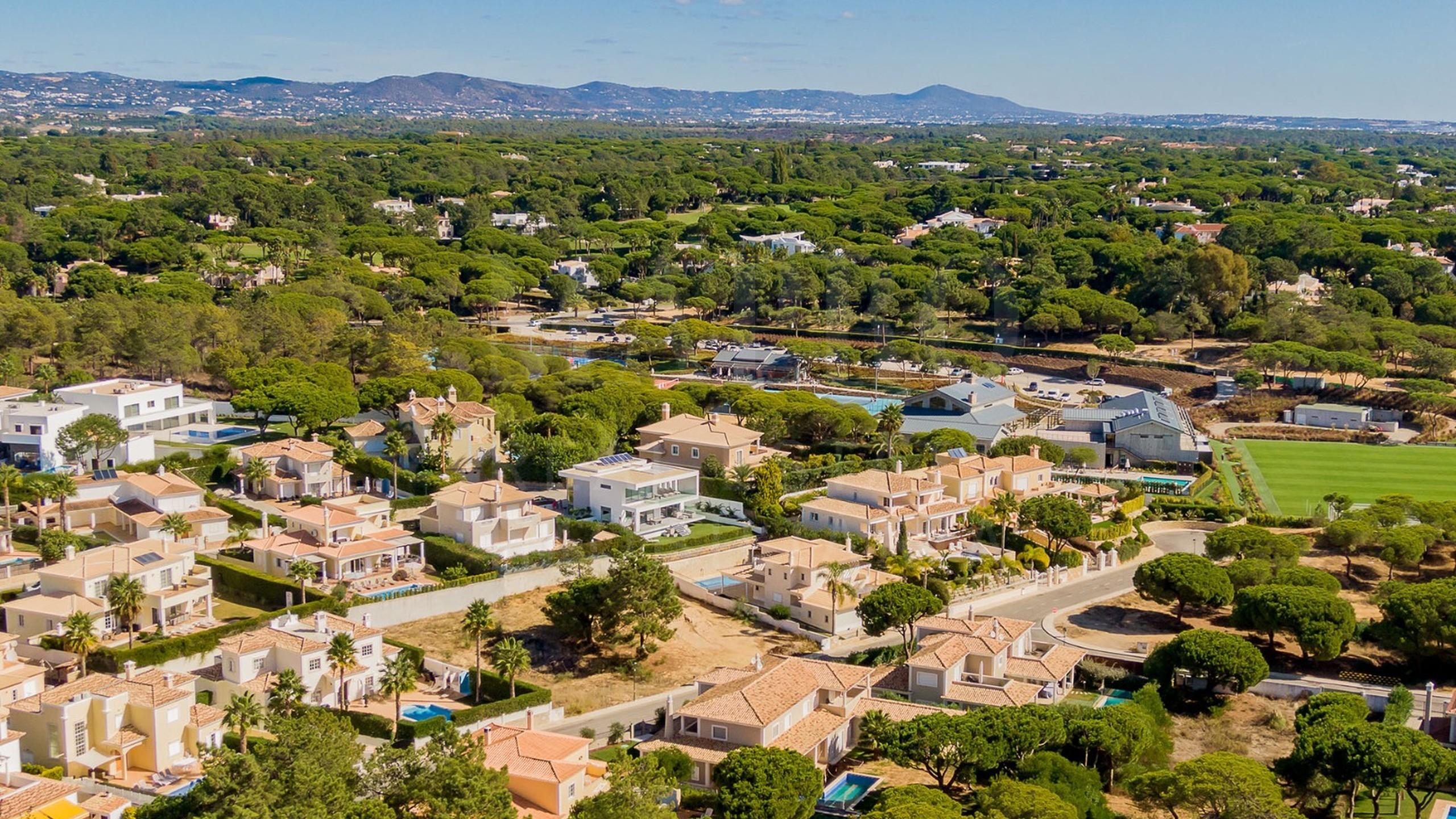 Plot close to Quinta do Lago e Vale do Lobo for sale