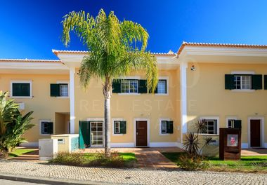 3 Bed Townhouse w/ Pool