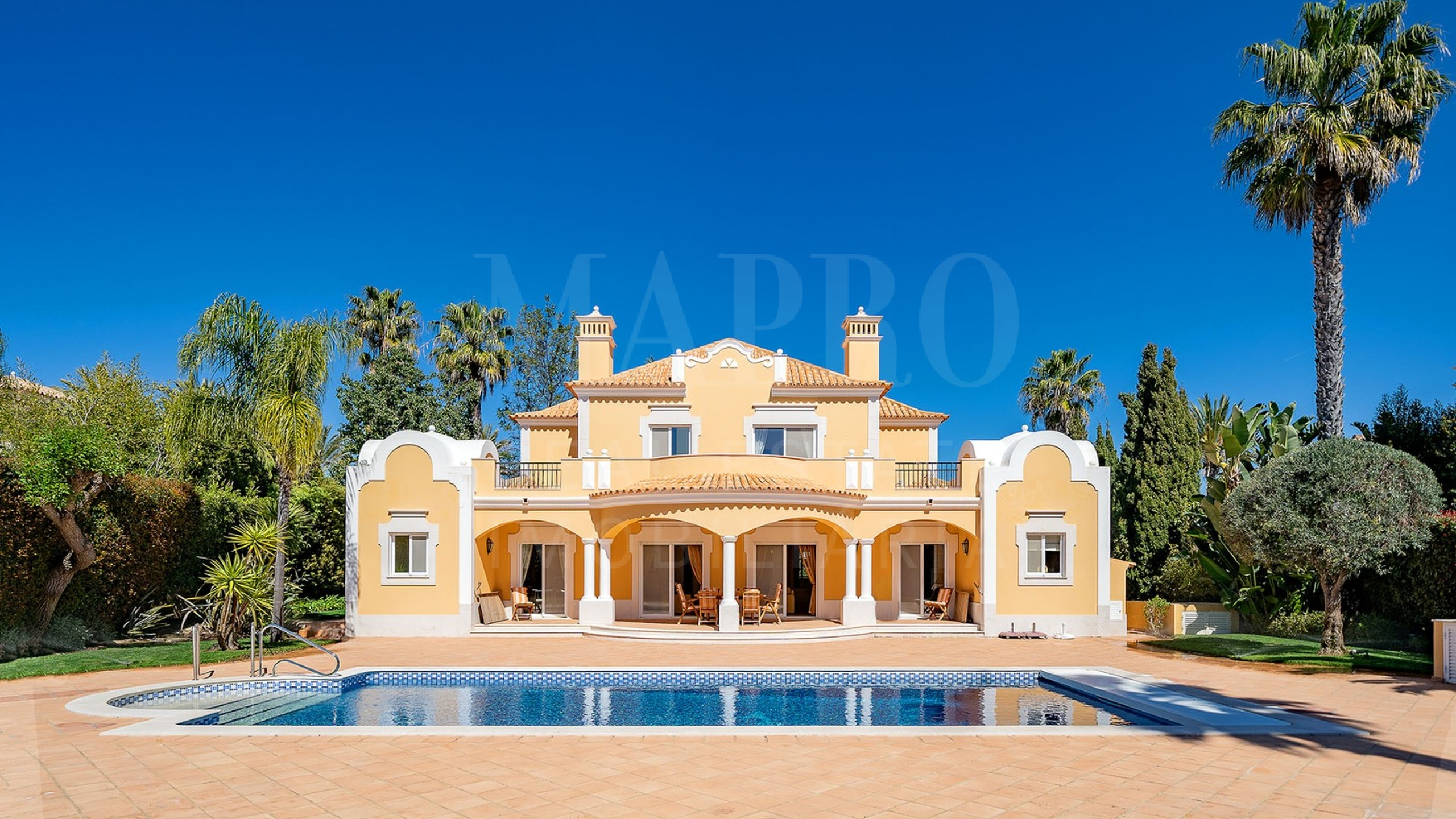 Spacious 4 bedroom villa situated within the Quinta do Mar development