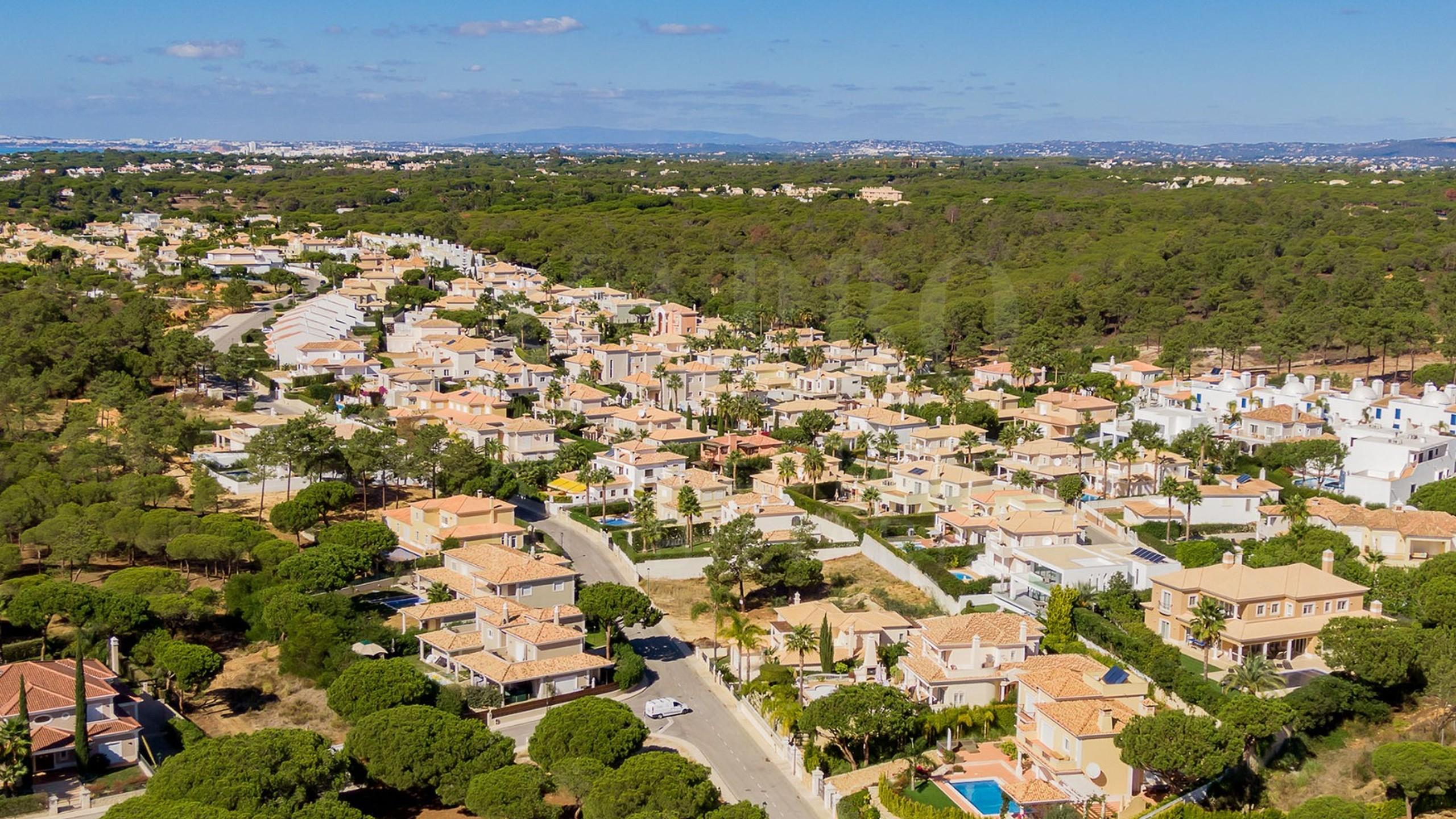 Plot for sale close to the beach in Algarve, Portugal