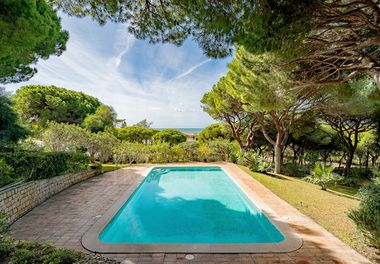 Villa on Double Plot w/ Sea Views