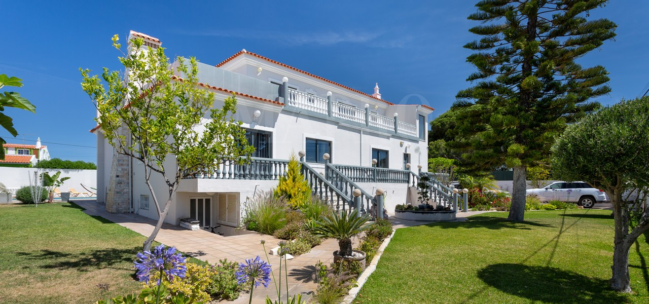 Villa 5 + 1 chambres partiellement rénovée à Almancil