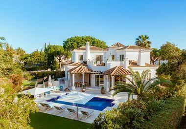 Une Villa Rénovée De 6 Chambres