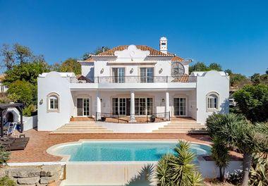 A Classic Villa with Sea Views