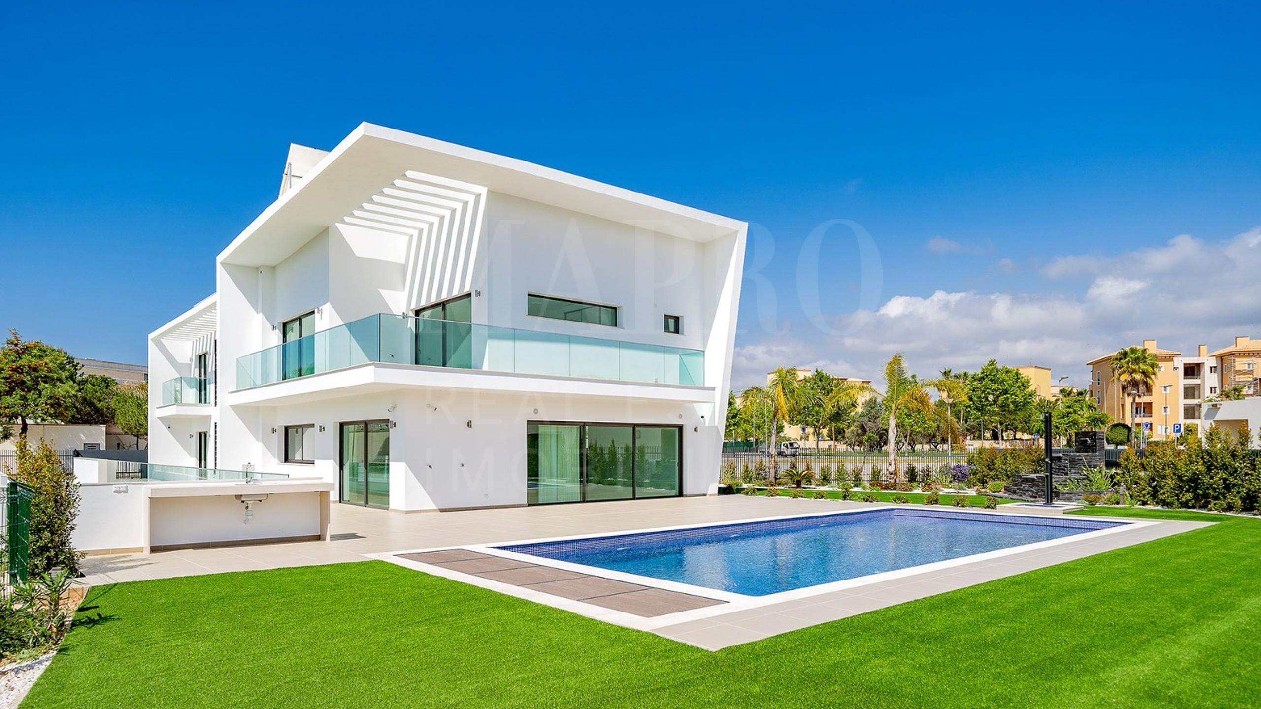 Villa moderne de 5 chambres à vendre à Vilamoura, Algarve