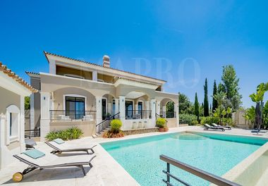 Beautifully Kept 5 Bedroom Villa
