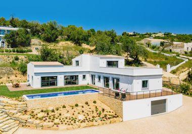 Nouvelle Villa Moderne et Rustique