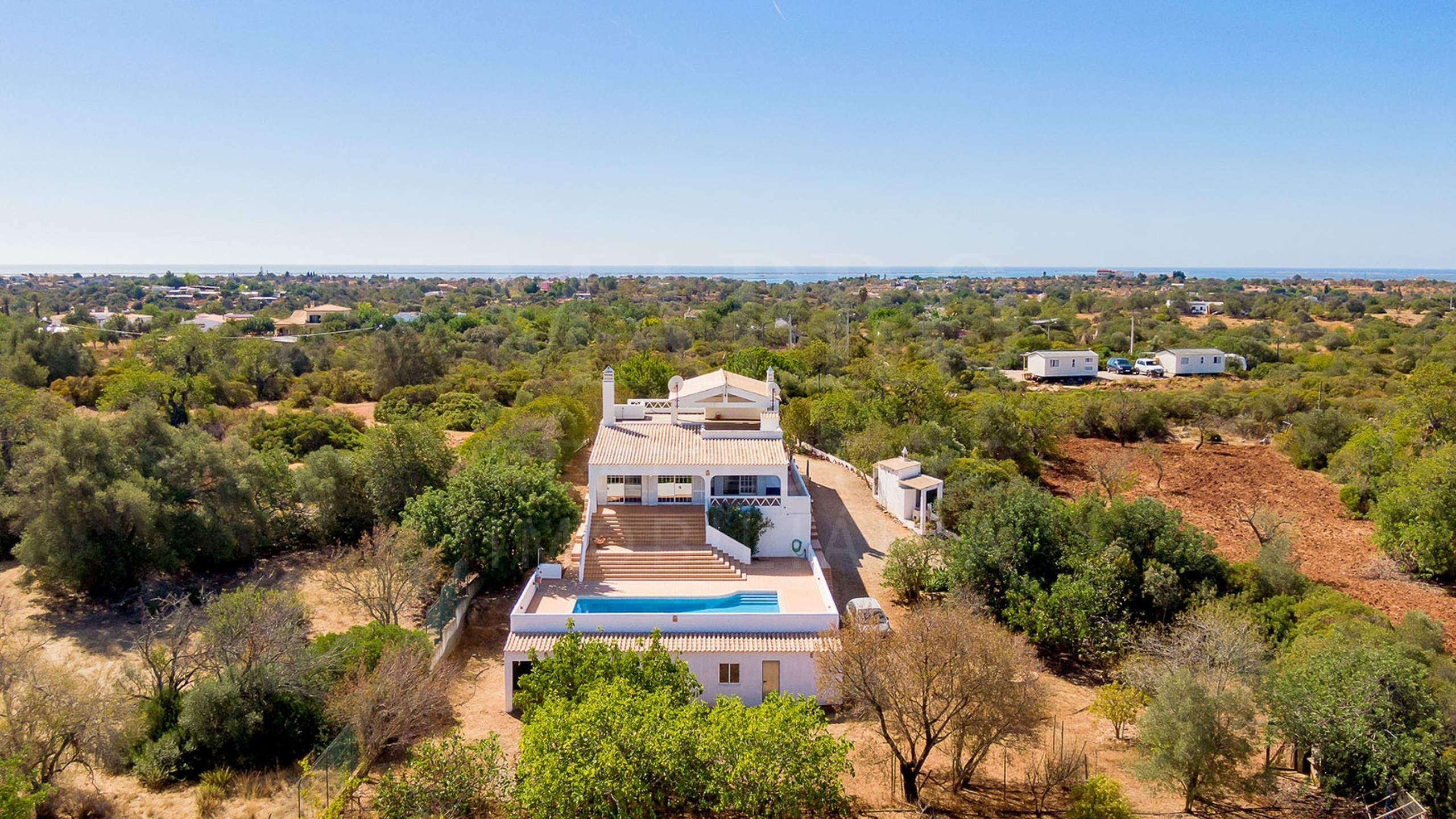 4 bedroom villa for sale in the countryside of Olhão, Algarve
