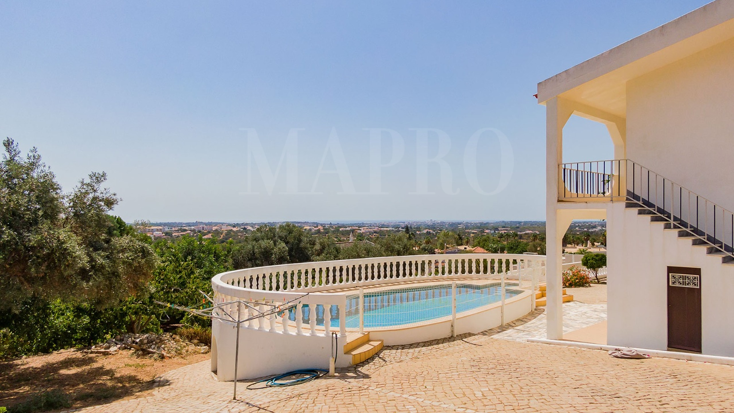Villa with swimming pool for sale in Algarve