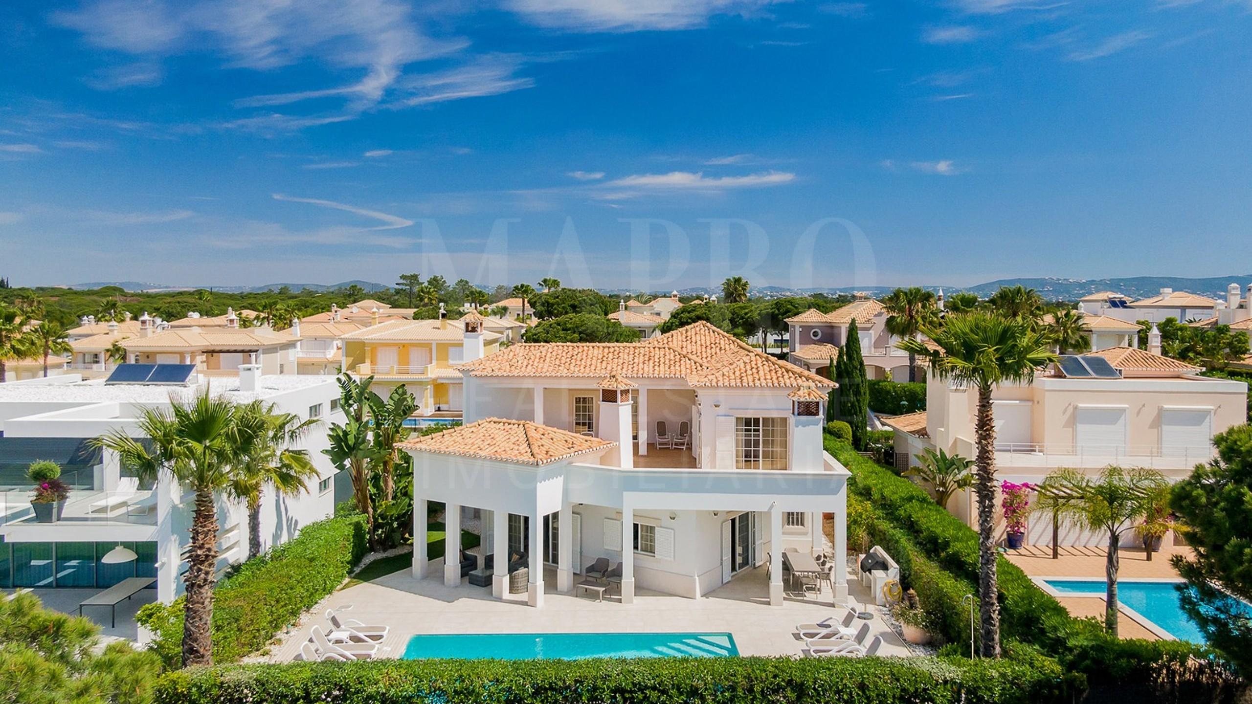 Villa de 4 chambres à vendre près de Vale do Lobo et Quinta do Lago