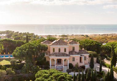 Classic Style Villa w/ Sea Views