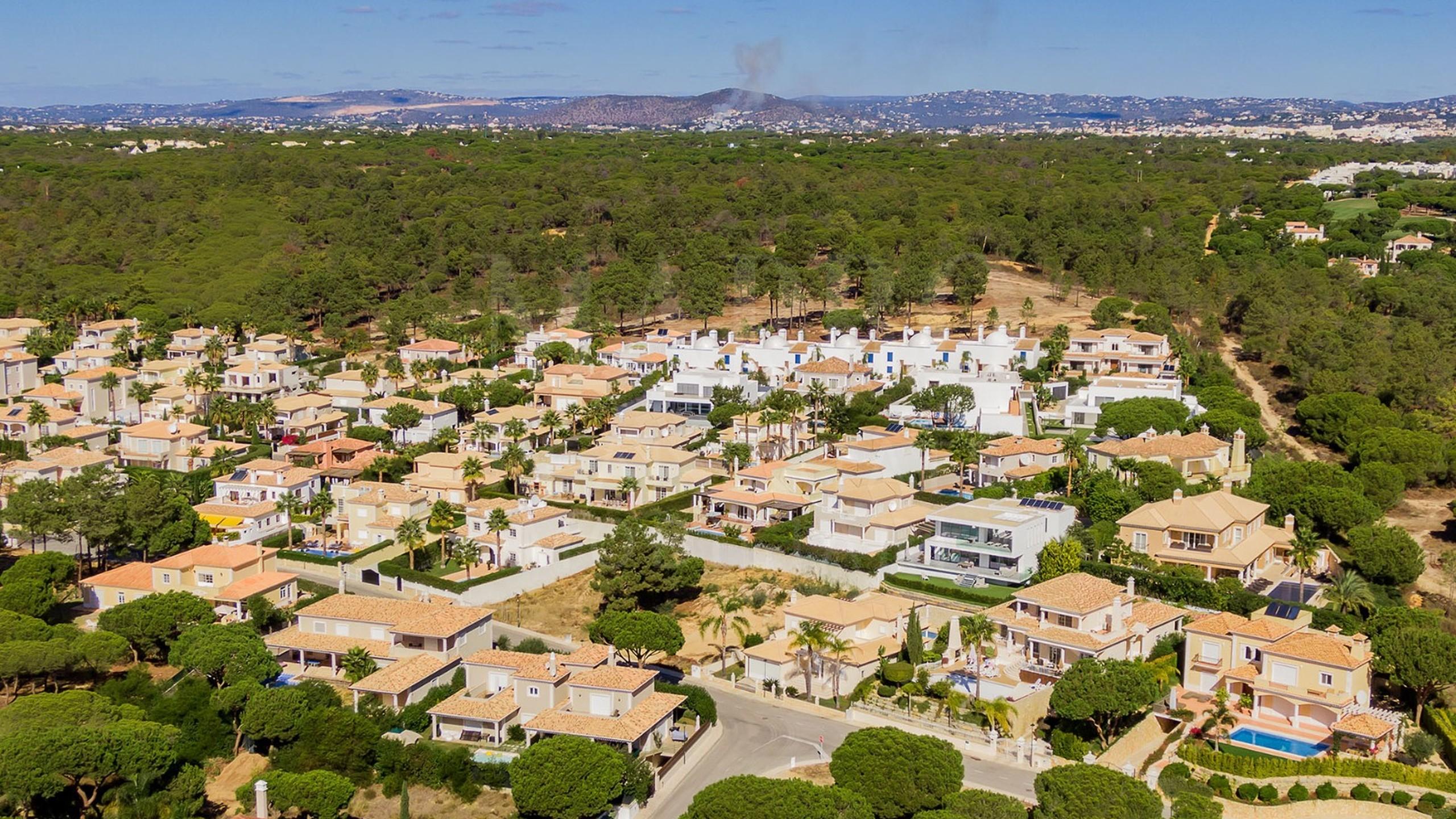 Plot for sale in Vale do Lobo, Algarve