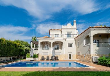 4 Bed Villa W/ Private Pool