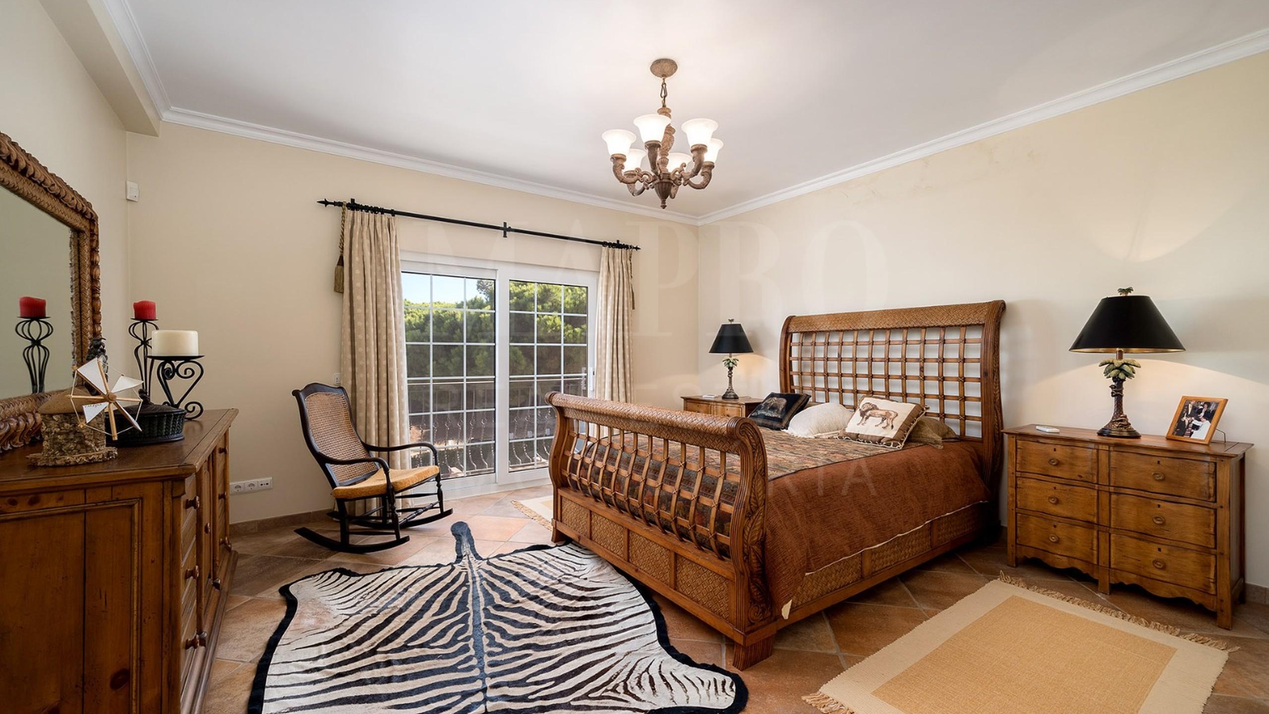 Chambre avec lit kingsize