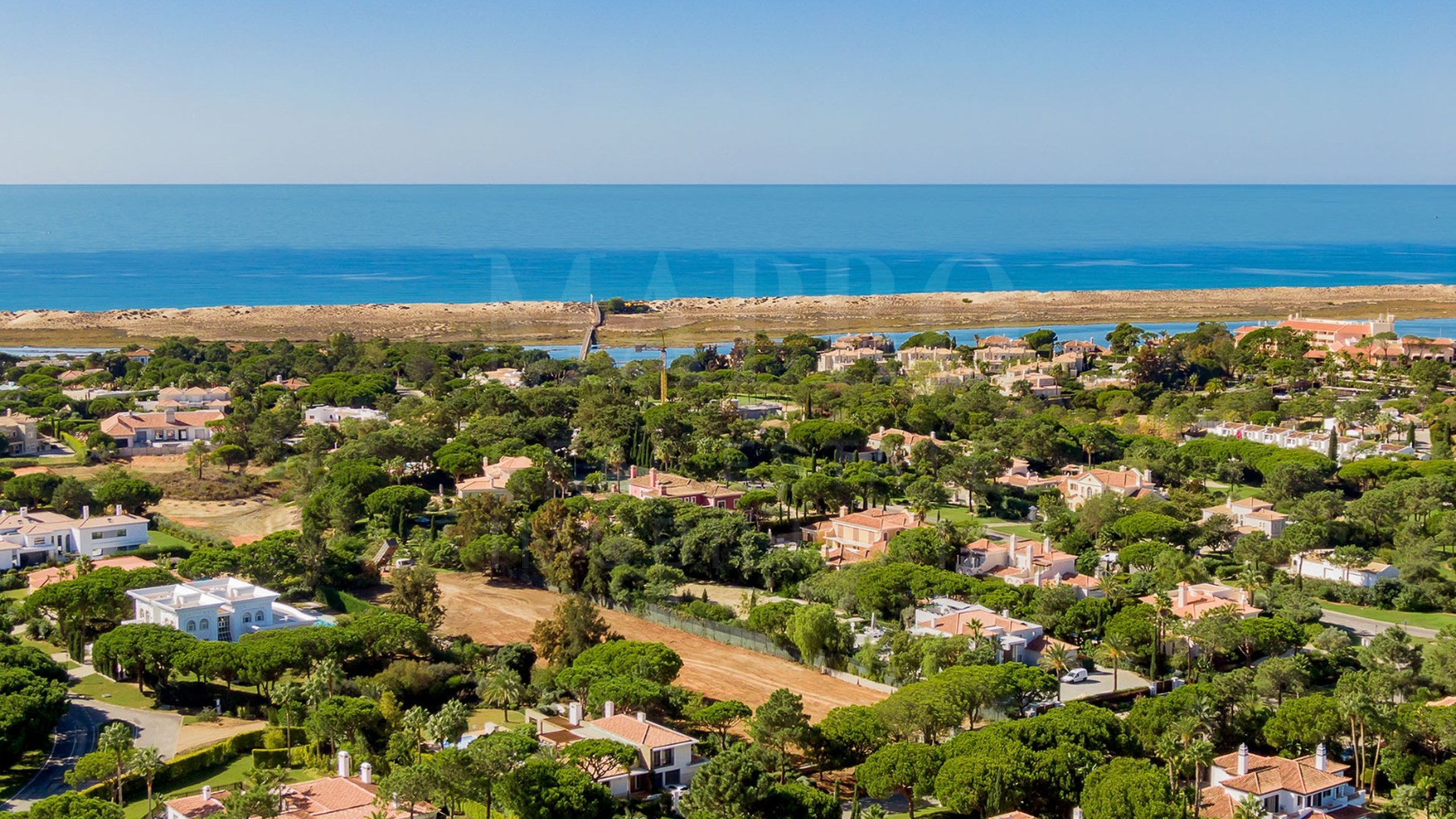 South facing plot for sale in Quinta do Lago