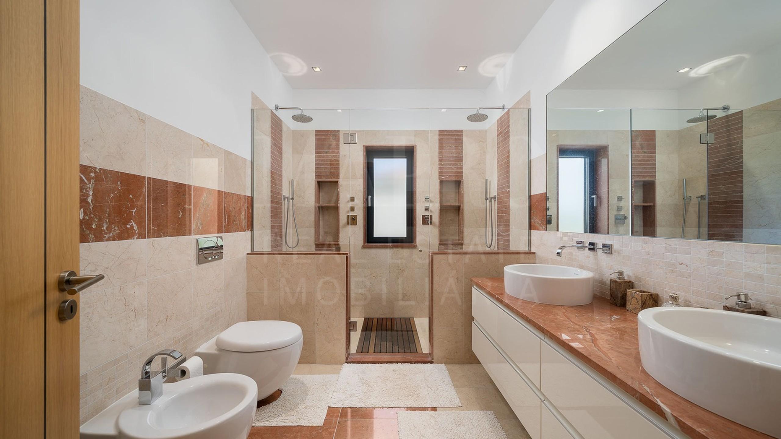 Casa de banho com chuveiro
