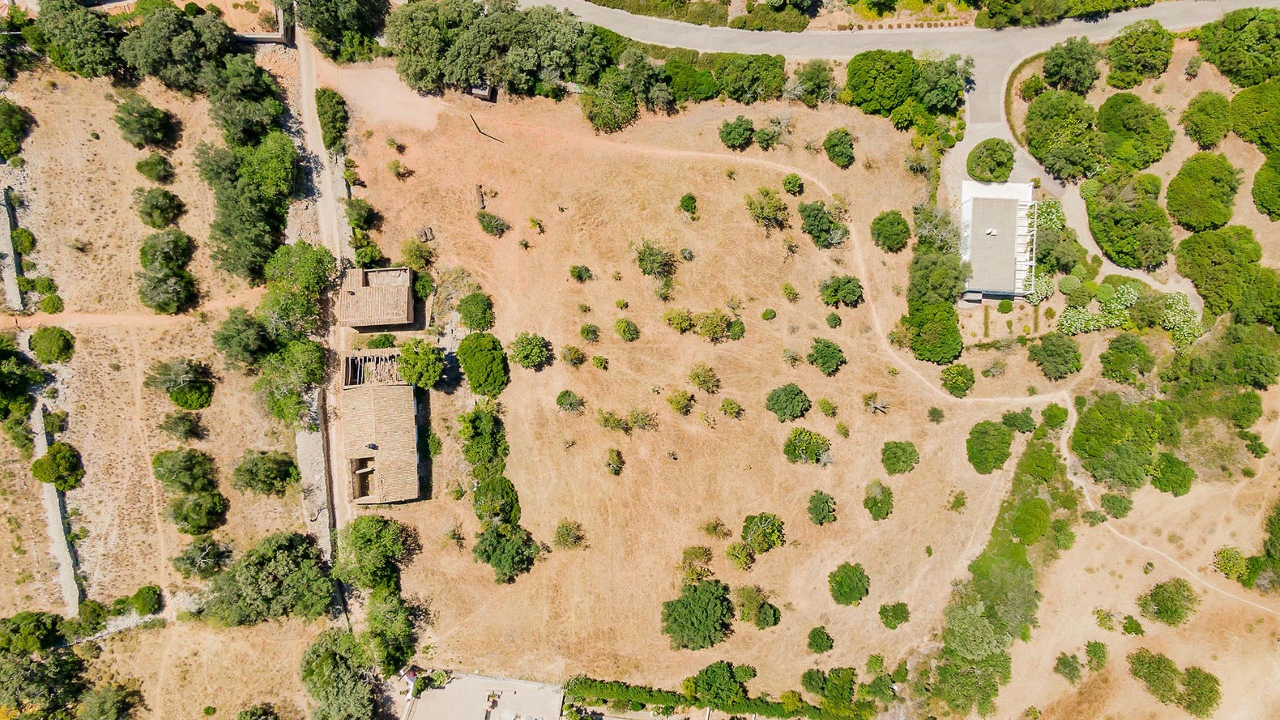 Terreno com projeto aprovado em zona campestre de Loulé