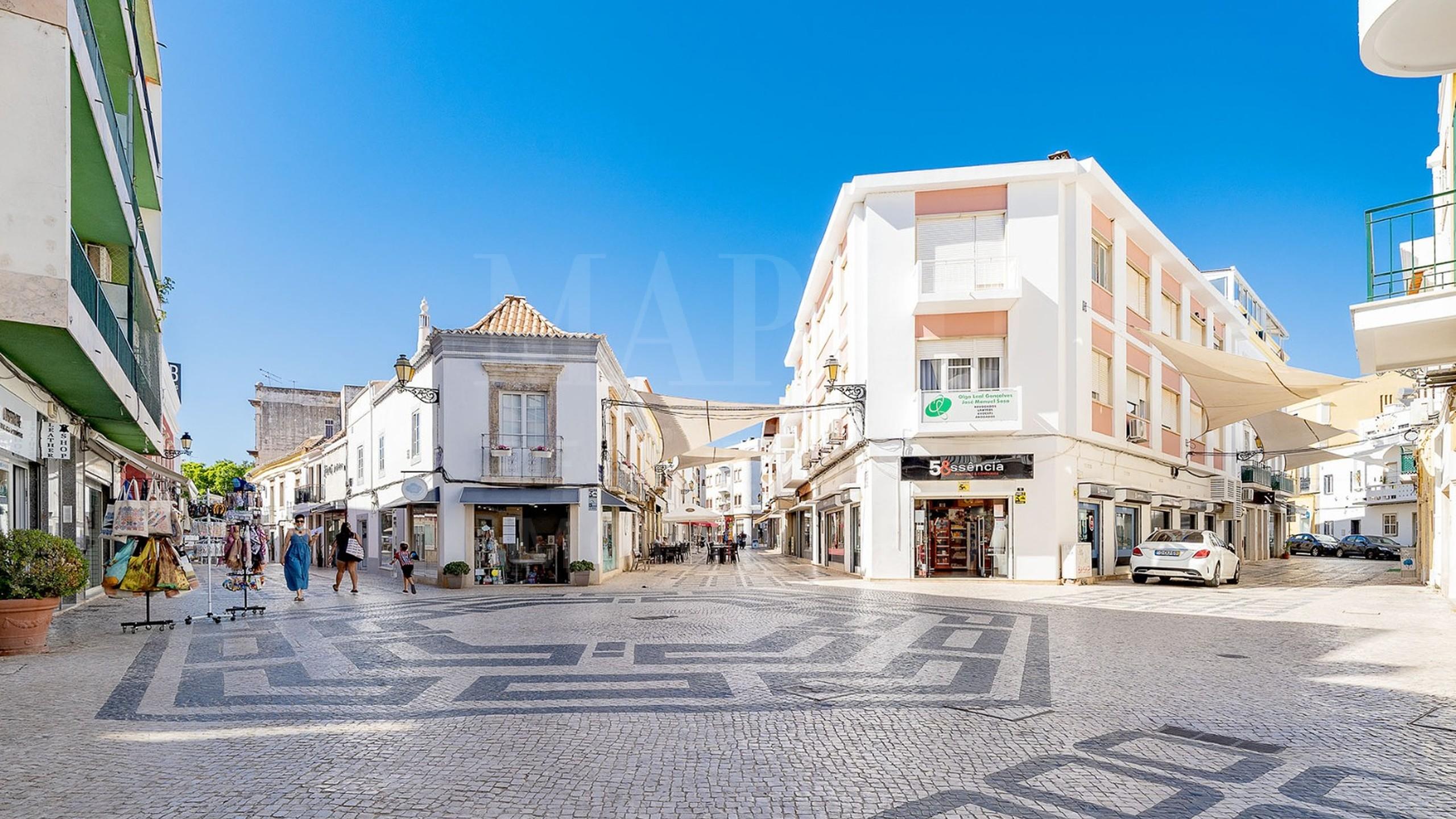 Edifício residencial e comercial no centro de Faro